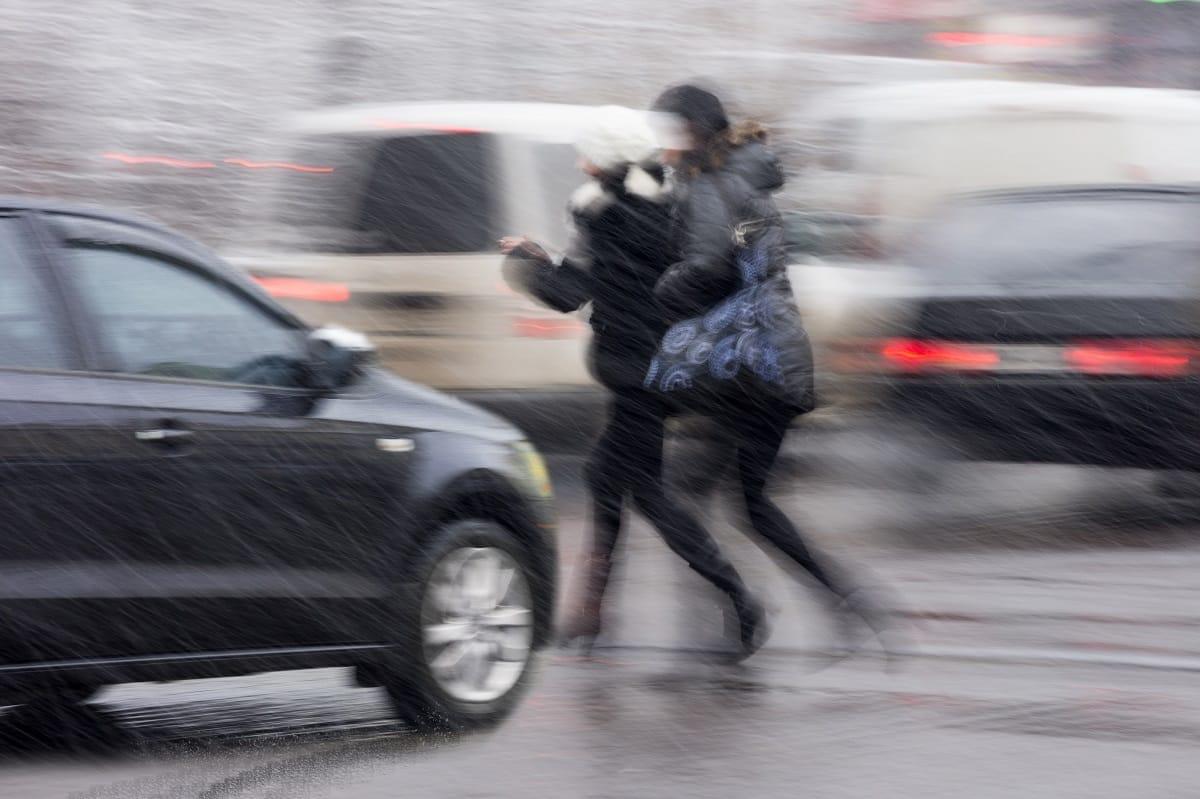Pedestrians-crossing-street-walking-accident.jpg