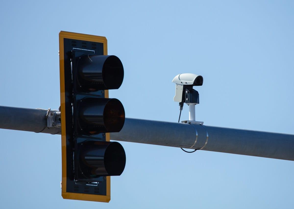 Red-stoplight-camera-traffic-stop-light.jpg